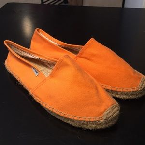 Soludos classics in tangerine size 40